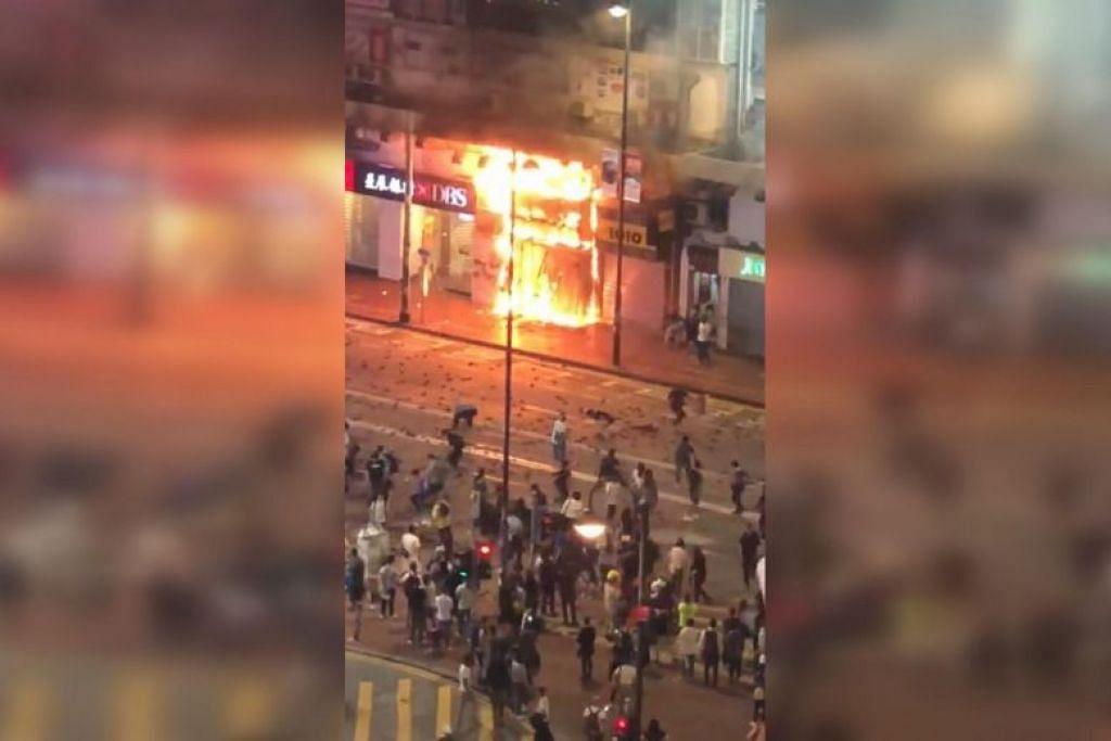 Video kebakaran dimuatnaikkan pada 13 November 2019, menunjukkan unit bersebelahan DBS dalam kebakaran. - Foto GAMBAR TANGKAP LAYAR LIM TEAN/FACEBOOK