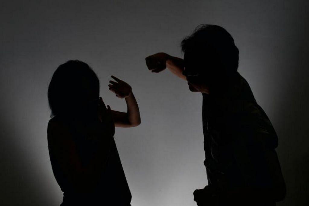 Benjamin Putra Chumali menumbuk kepala pembantu rumah sehingga kepala wanita itu terhentak almari kaca. - Foto fail