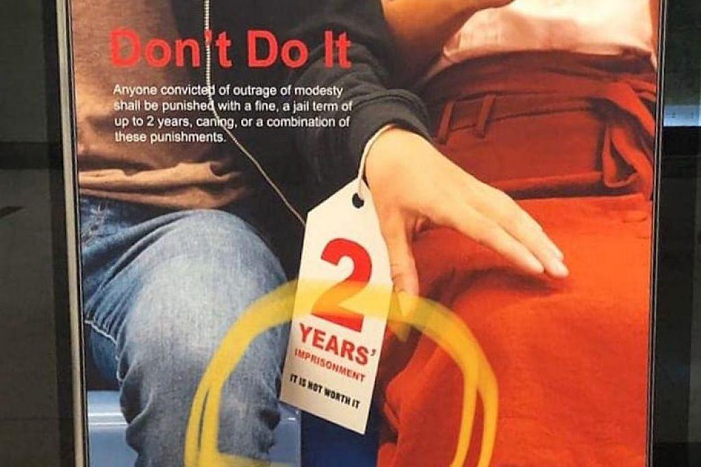 "Poster yang menampilkan tangan seorang lelaki yang seolah-olah akan mencabul seorang wanita. Di pergelangan tangannya, terdapat tag yang mengatakan ""2 tahun dipenjara. Tidak berbaloi."" - Foto AWARE SINGAPURA/FACEBOOK"