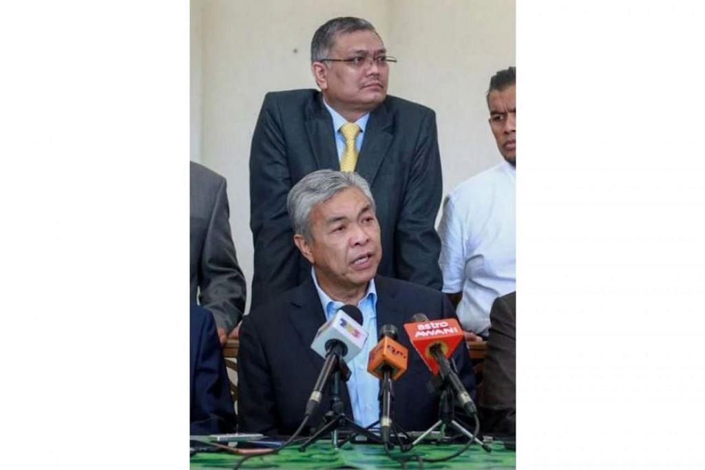 AKAN SIASAT: Datuk Ahmad Zahid bersama pemimpin Umno pada sidang media semalam. - Foto HARIAN METRO