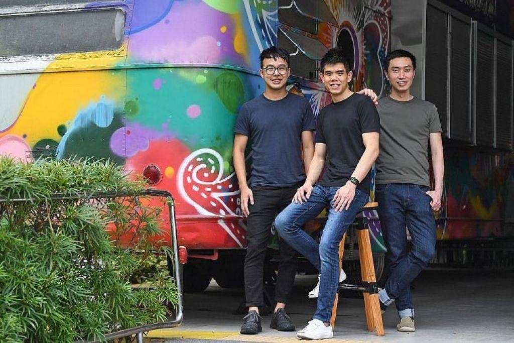 Pengasas bersama Carousell (dari kiri) Marcus Tan, Quek Siu Rui dan Lucas Ngoo. - Foto fail