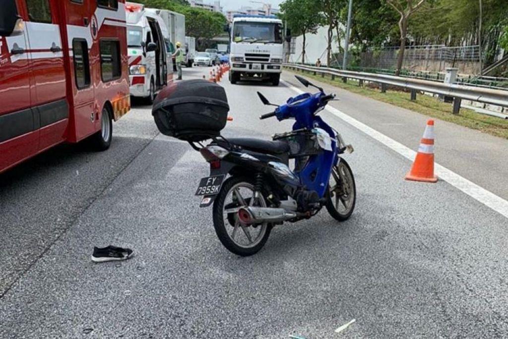 Polis kata mereka dimaklumkan akan kemalangan di PIE menuju ke arah Lapangan Terbang Changi pada 12.09 petang pada 19 November. - Foto SG ROAD VIGILANTE SGRV