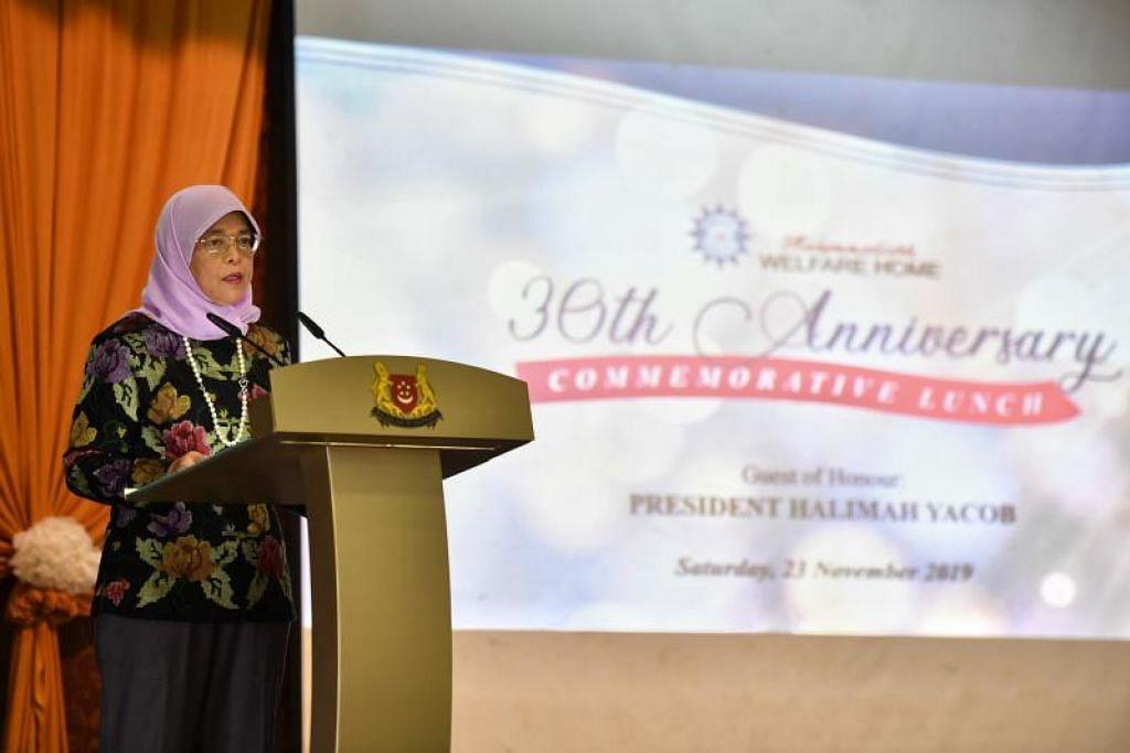 Presiden Halimah Yacob memberi ucapan semasa majlis makan tengah hari sempena sambutan ulang tahun ke-30 Rumah Kebajikan Muhammadiyah pada 23 November 2019. FOTO: CHONG JUN LIANG