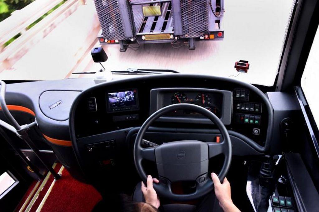 ComfortDelGro membeli empat bas Volvo yang dilengkapi dengan brek automatik yang akan berhenti sekiranya ia mengesan bahawa ia bakal melanggar kenderaan lain. -Foto COMFORTDELGRO