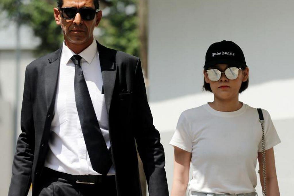 Natalie Siow (kanan) mahu tuntut perbicaraan terhadap satu tuduhan yang dikenakan ke atasnya. FOTO: WONG KWAI CHOW