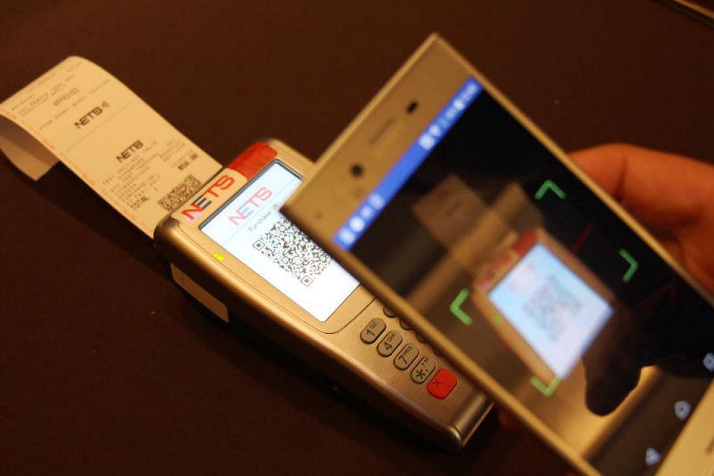 Kad ATM Nets kini boleh digunakan warga Singapura di Malaysia untuk membuat pembayaran. FOTO: NETS