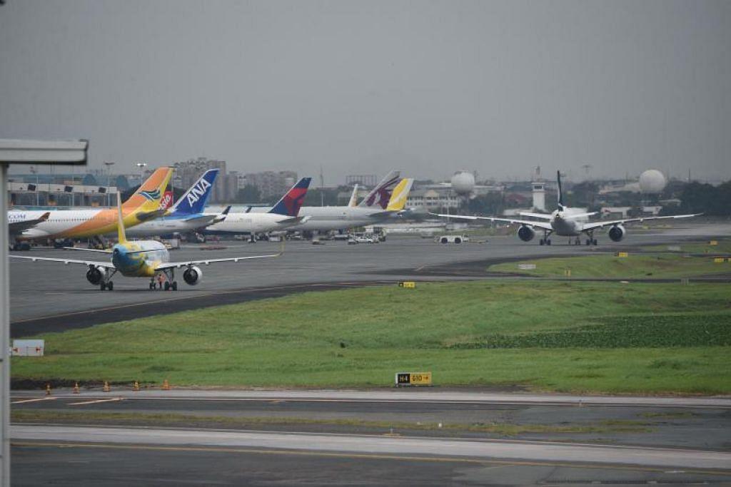 Pesawat penumpang di bangunan berlepas dari Lapangan Terbang Antarabangsa Manila pada 3 Disember 2019, beberapa jam sebelum lapangan terbang tersebut ditutup dek Taufan Kammuri. FOTO: AFP