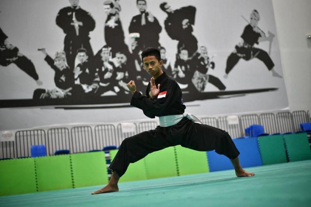 Muhammad Hazim Mohd Yusli mara ke final setelah berjaya mengalahkan pesaing Indonesia Hidayat 4-1. FOTO: ARIFFIN JAMAR