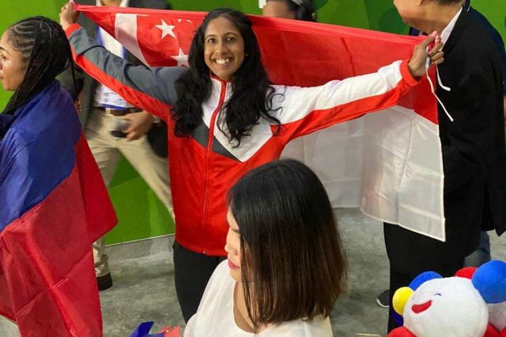 Shanti selepas memenangi pingat gangsa dalam acara 200 meter wanita di Stadium Atletik New Clark City di Sukan SEA Filipina. - Foto MAJLIS OLIMPIK NASIONAL SINGAPURA