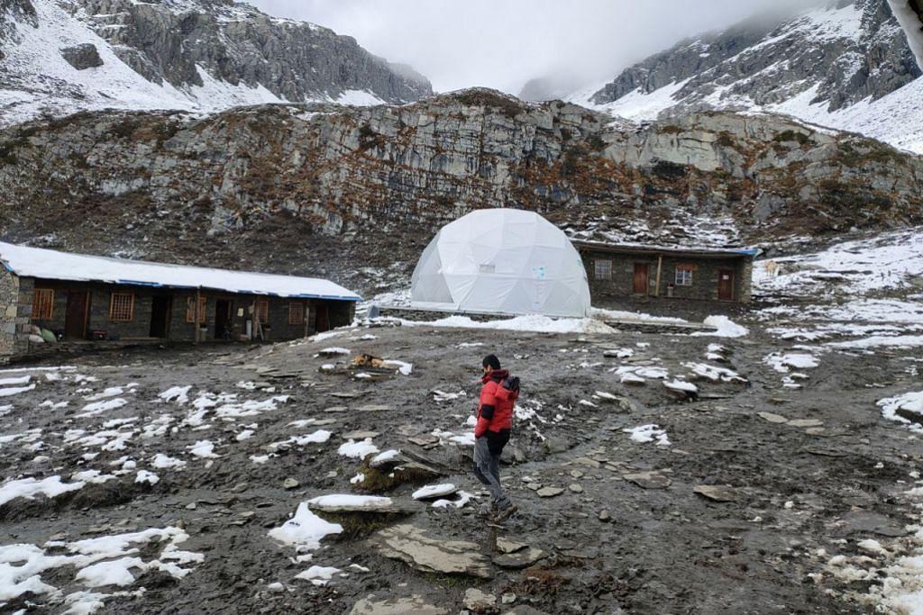 BASE CAMP: Di tempat inilah pendaki bermalam dan memulakan pendakian ke puncak Gunung Siguniang sekitar 3 pagi. - Foto PENGEMBARA EMAS