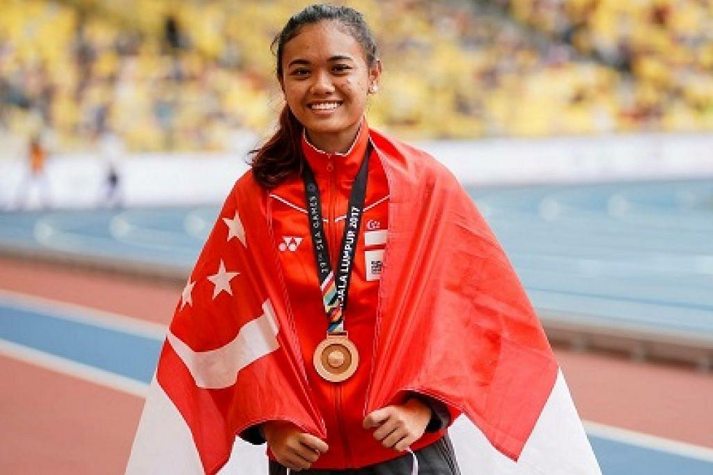 Izlyn, semasa di Sukan SEA 2017 di Kuala Lumpur, mempertahankan pingat gangsa dalam acara lumba 100 meter lompat pagar wanita di Stadium Atletik di New Clark City malam ini - Foto TEAM SINGAPORE/ACTIVESG