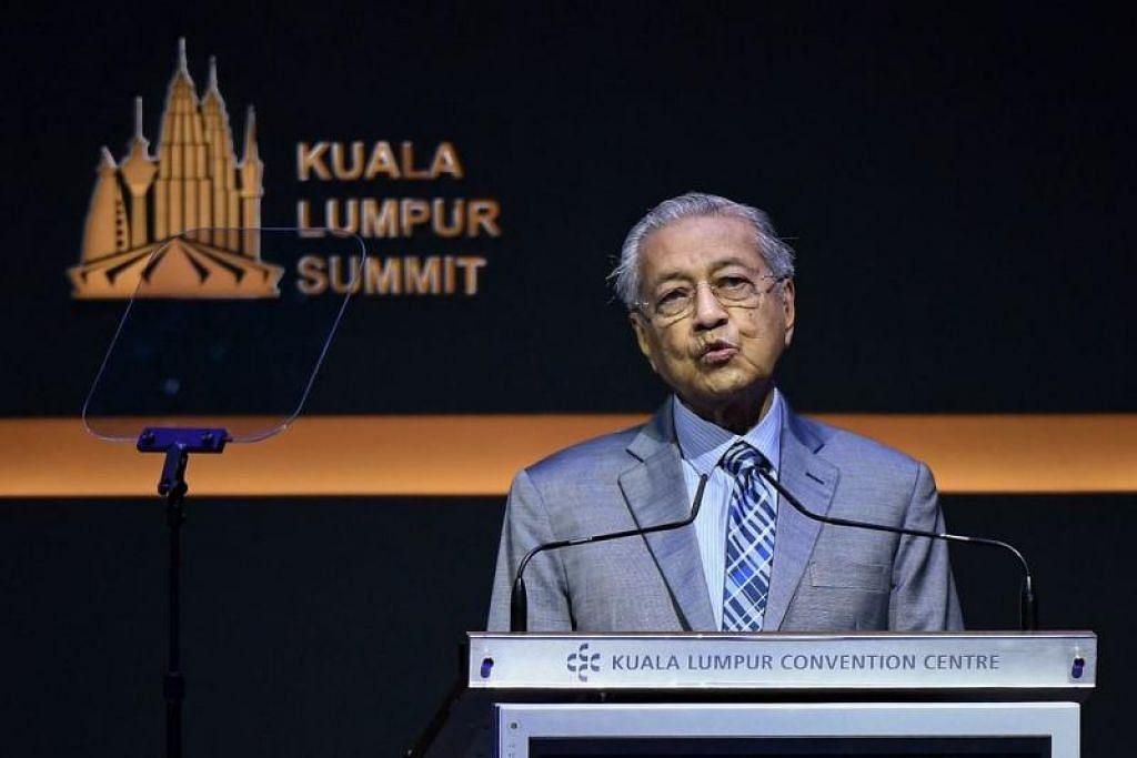 Tun Dr Mahathir Mohamad mencadangkan agar dinar emas dan sistem barter digunakan dalam perdagangan sesama negara Muslim. FOTO: CHINA PRESS