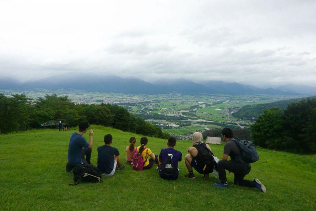 NYAMAN DAN TENTERAM: Pemandangan di atas Gunung Nagaminesou begitu tenang dan indah. - Foto MUHAMMAD ADNAN HAKIM