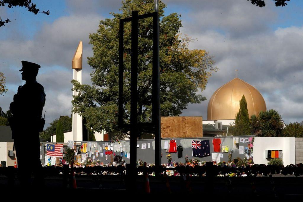 SASARAN PELAMPAU: Masjid Al- Noor dan Pusat Islam Linwood di Christchurch menjadi sasaran kejadian serangan tembakan oleh lelaki pelampau ketuanan kulit putih di semasa waktu solat Jumaat Mac lalu. – Foto REUTERS