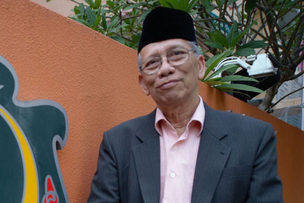 PERSONALITI BAHASA: Encik Mohd Ma'mun HM Fadhlullah Suheimi - Mantan guru yang masih bersemangat dalam mencurah tenaganya untuk berkhidmat, terutama dalam bidang pendidikan di Singapura dan menjadi sumber inspirasi kepada ramai pendidik muda.
