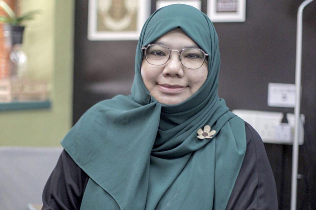PERSONALITI HIDAYAH: Ustazah Nadia Hanim Abdul Rahman - Cara penyesuaian terbaik dalam kehidupan berbilang masyarakat, menurutnya adalah dengan melihat kepada titik persamaan iaitu setiap daripada kita ialah umat manusia.