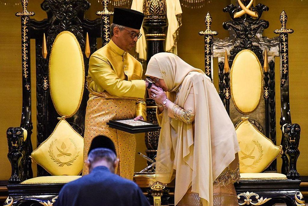 Sultan Abdullah ditabal sebagai Sultan Pahang keenam