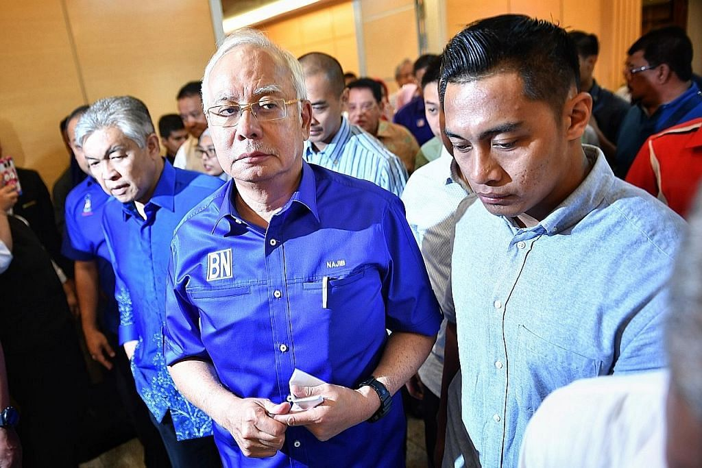 Najib didakwa dengan tiga tuduhan lagi