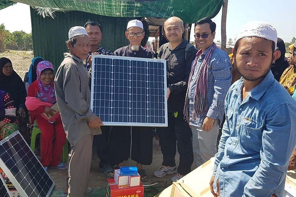 Bina perigi, panel suria dengan derma $12,000 warga Singapura