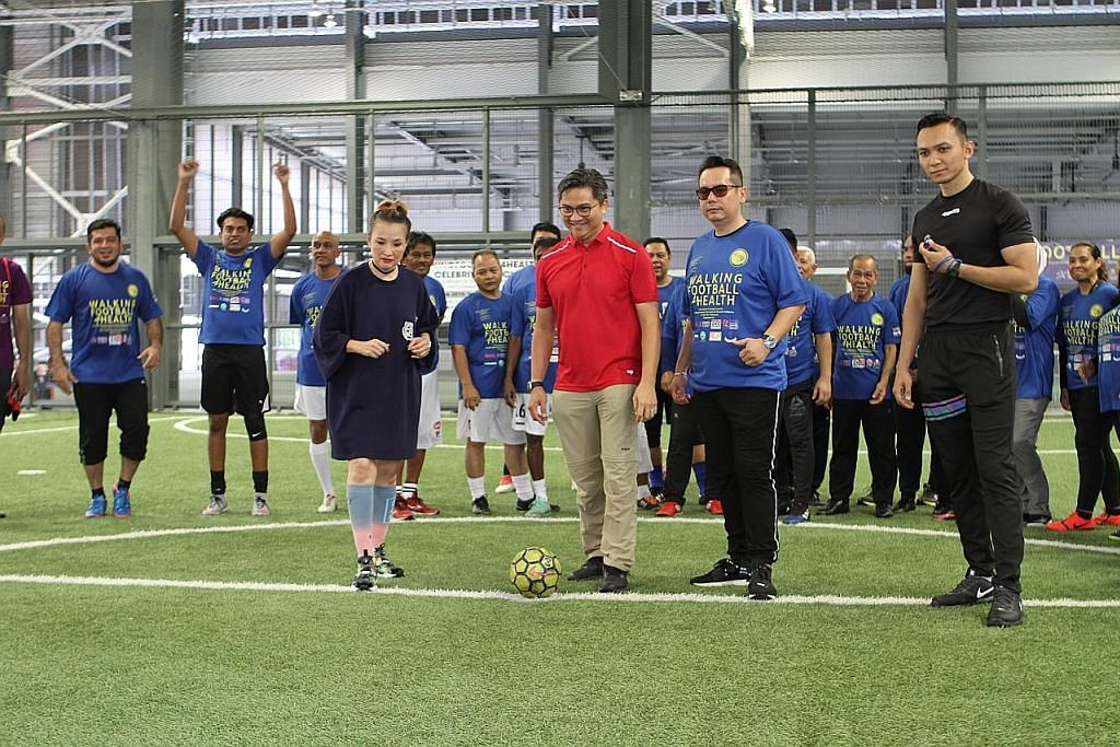Selebriti, pemain veteran warnai acara 'Walking Football' di OTH