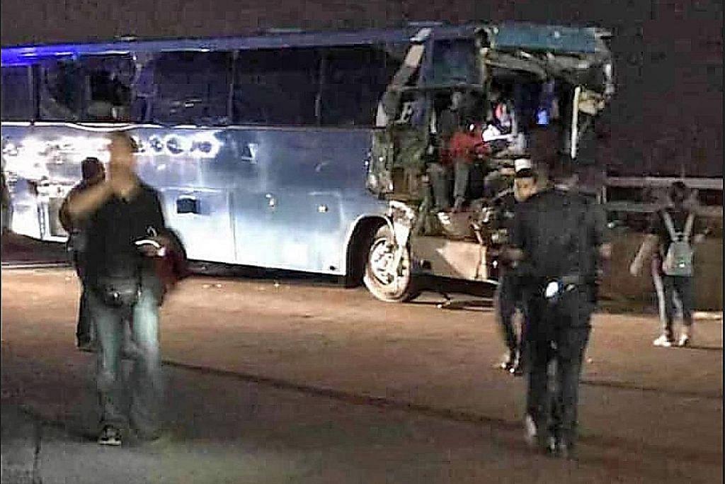 Seorang terbunuh, 16 cedera dalam kemalangan bas di Pusat Pemeriksaan Tuas