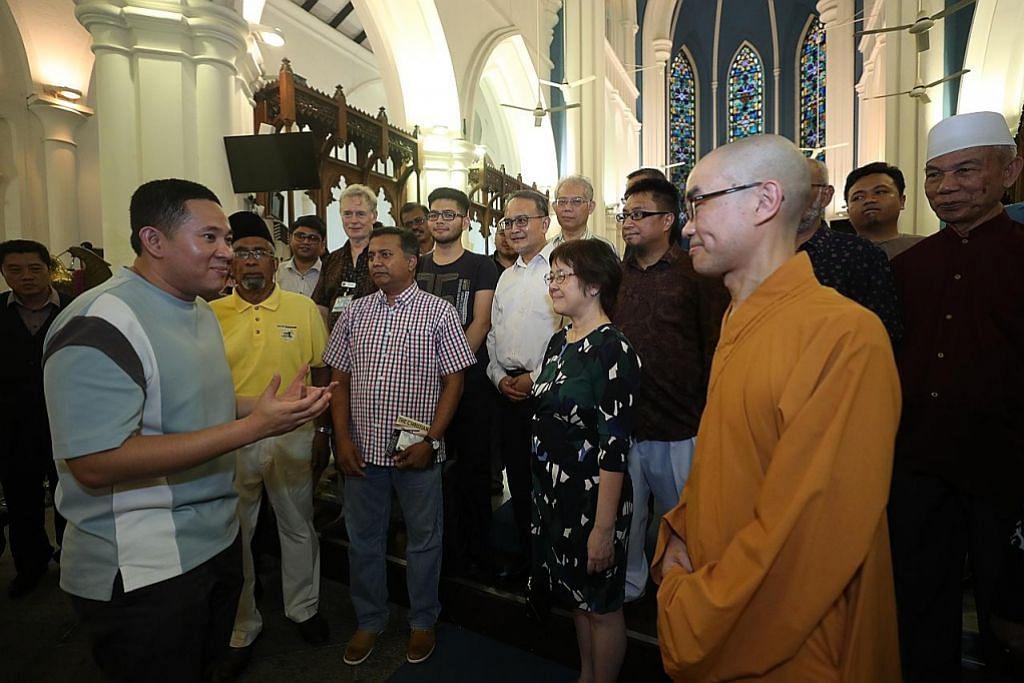 20 anggota berbilang latar jejak warisan Gereja St Andrew's