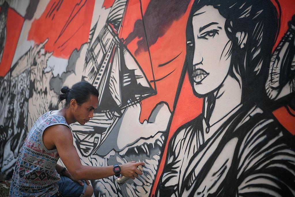 Kisah 'Wak Cantuk' dilukis pada tembok di Gedung Kuning
