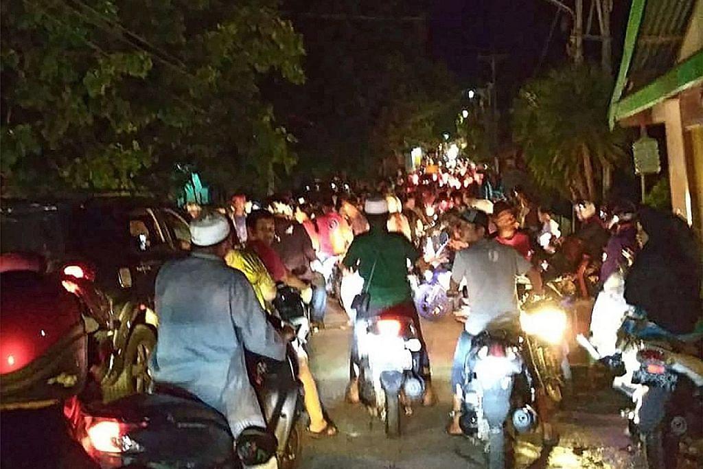 Penduduk pulau dilanda gempa di Indonesia enggan pulang ke rumah susulan amaran tsunami