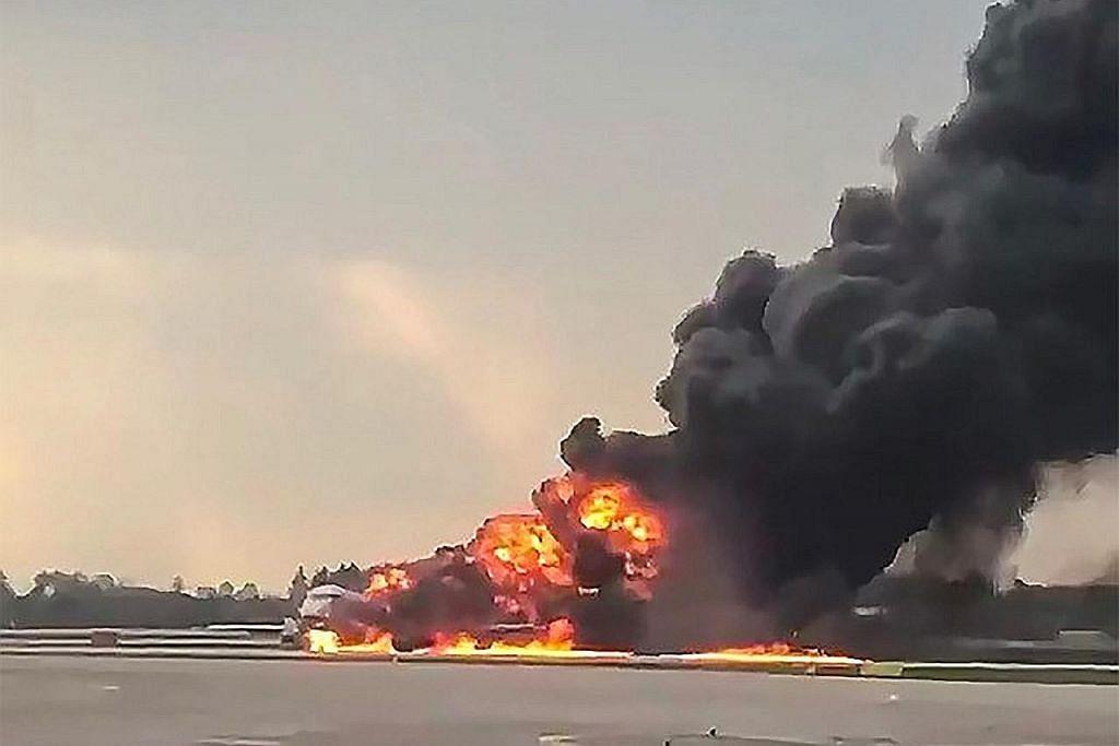 Lebih 40 maut apabila pesawat Russia terbakar ketika mendarat di Moscow
