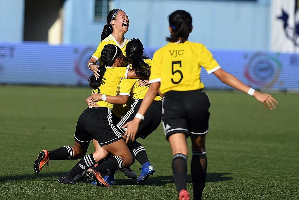 KEJOHANAN NASIONAL BOLA SEPAK SEKOLAH-SEKOLAH Pasukan wanita VJC juara, tewaskan SAJC 3-0