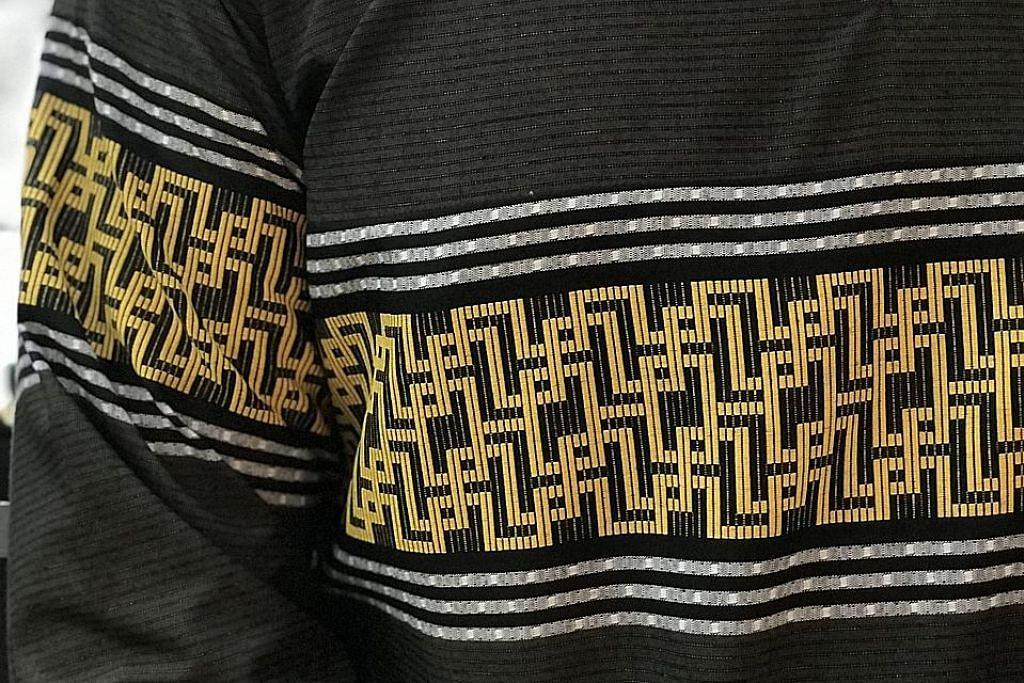 Motif batik banyak terdapat pada pakaian 'si abang'
