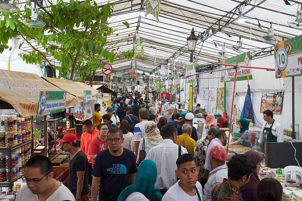 Meriah bazar Hari Raya