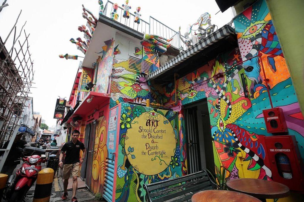 kanvas jalanan Kg Glam jadi seniman TEMPAHAN SERTAI SESI JEJAK LALUAN SENI MURAL LAIN YANG SESUAI SEBAGAI LOKASI BERGAMBAR