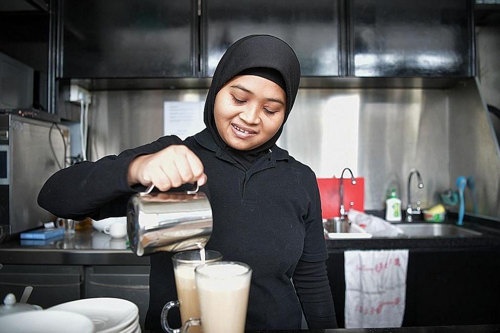 Diberi peluang latihan kerja di kafe walau berkeperluan khas