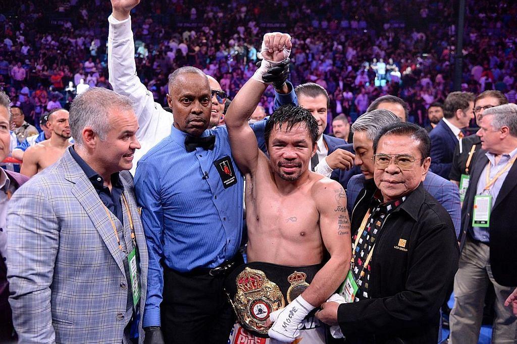 TERUS UNGGUL: Pacquiao (tengah) menjadi juara 'welterweight' tertua dalam sejarah tinju selepas kemenangannya atas juara bertahan, Keith Thurman, menerusi keputusan 'split decision'. - Foto USA TODAY SPORTS