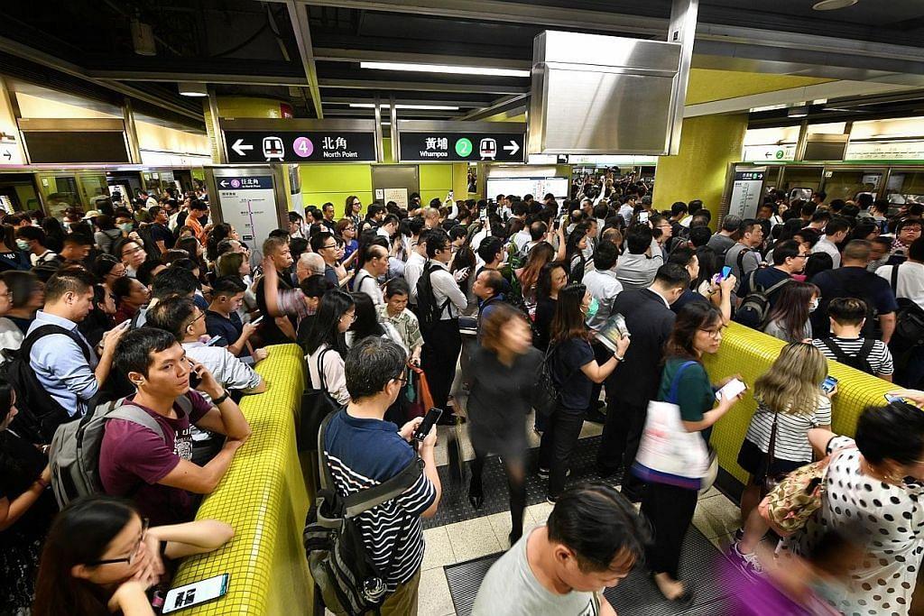 Tunjuk perasaan jejas khidmat kereta api HK