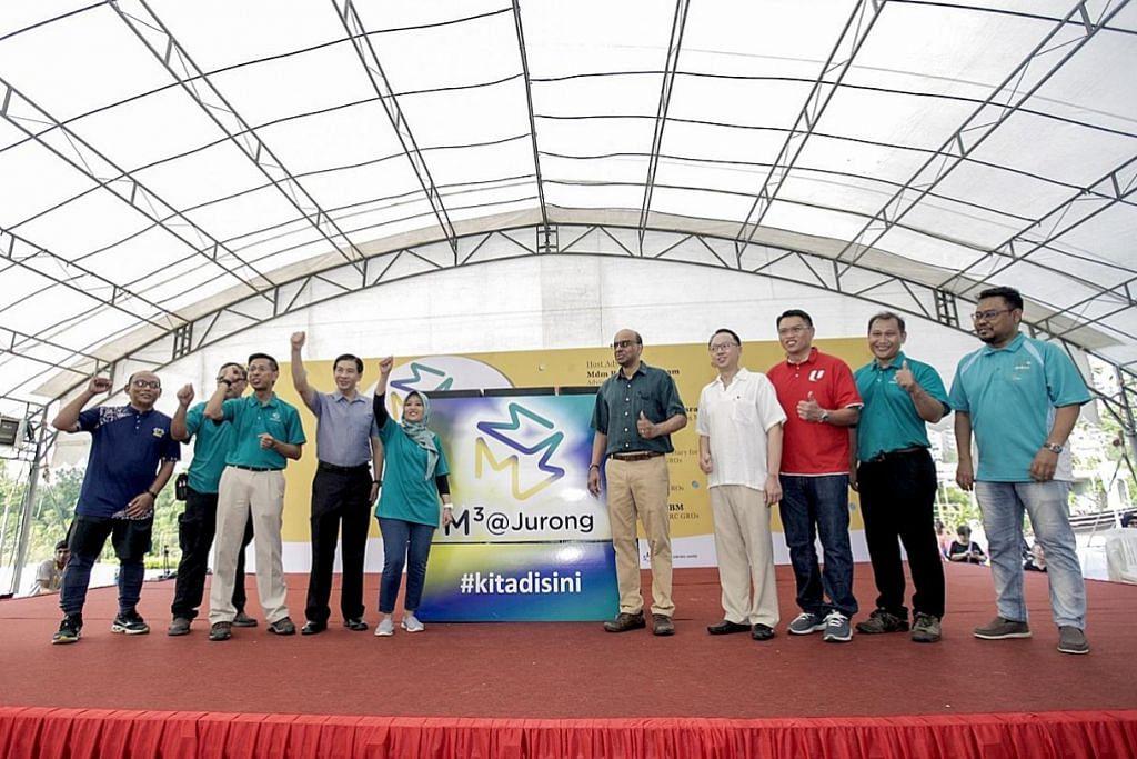 LANCAR HARI KELUARGA: Hari Keluarga anjuran M³@Jurong yang diadakan di Taman Tasik Jurong Ahad lalu dihadiri (dari kiri) wakil Mesra, Encik Harrif Hambali; wakil Mendaki, Encik Bakhtiar Anang; Encik Shahrin; Encik Ang; Cik Rahayu; Encik Tharman; Dr Tan; Encik Tay; Pengerusi M³@Jurong, Encik Muhammad Faizal Othman; dan wakil Muis, Ustaz Dr Suhaimi Mustar. - Foto BH oleh IQBAL FAIZAL
