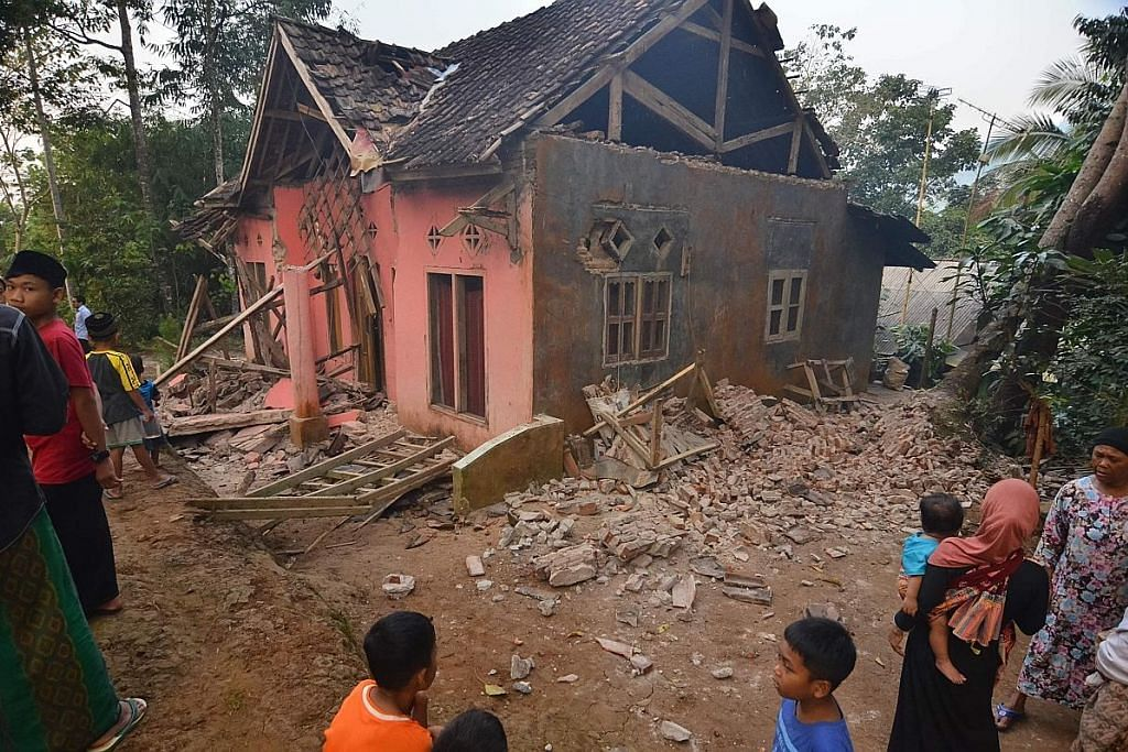 Seorang maut susulan gempa kuat di Indonesia