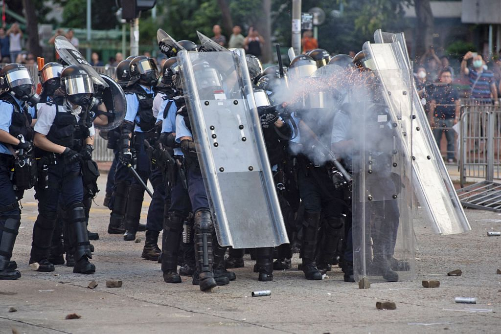 Bantahan di HK: China beri amaran