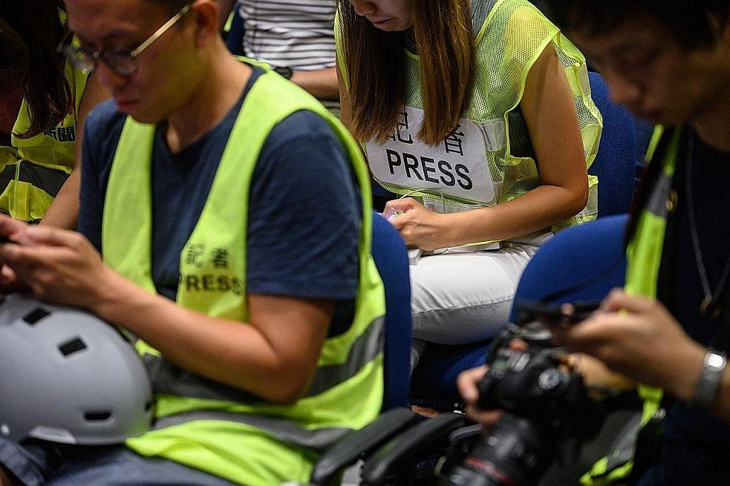 Balai polis HK dikepung pembantah susuli tangkapan pemimpin pelajar
