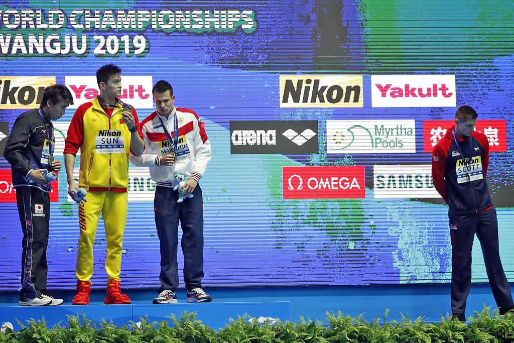 Duncan Scott dari Britain (paling kanan) dan Sun Yang dari China (dua dari kiri). - Foto REUTERS