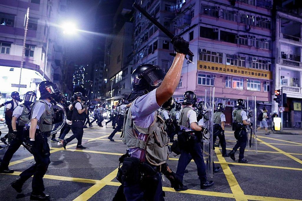 Beberapa akhbar HK siar iklan tunjuk sokongan terhadap polis