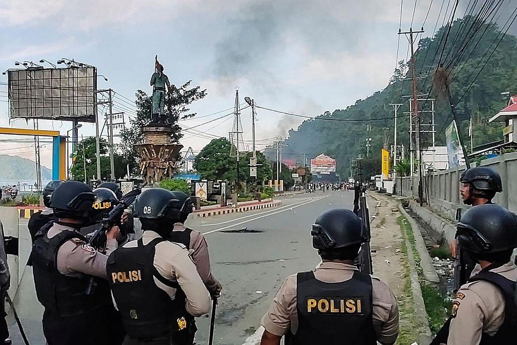 Pemisah Papua teruskan bantahan; Jokowi gesa tenang