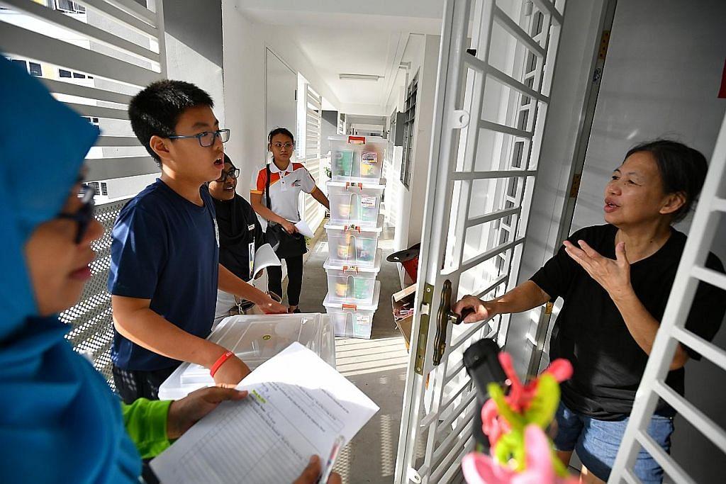 1,300 keluarga flat sewa di Punggol West terima habuan makanan