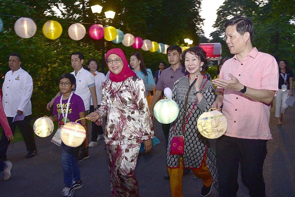 Presiden Halimah sertai perayaan Pesta Pertengahan Musim Luruh