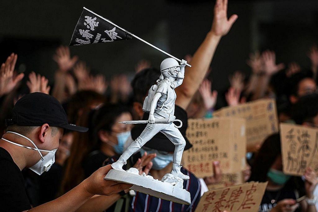 Bantahan, tunjuk perasaan di HK kini jadi pertembungan berdarah