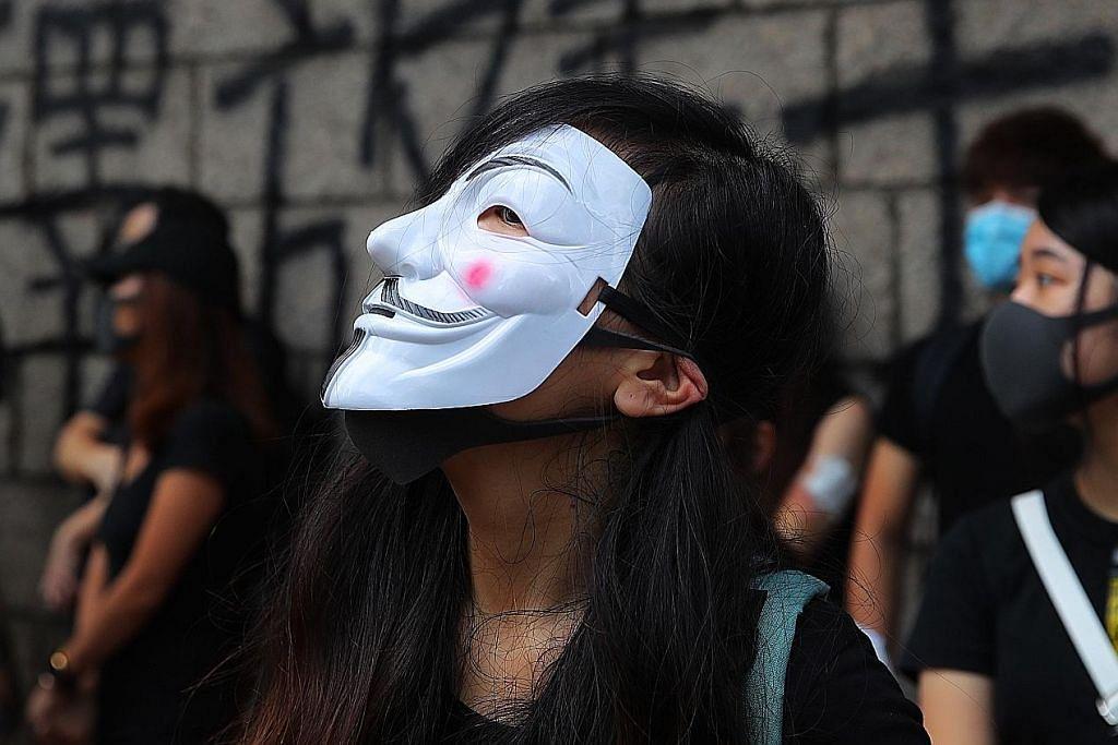 PERGOLAKAN DI HONGKONG Langgar undang-undang antitopeng: Polis HK tahan 77 orang