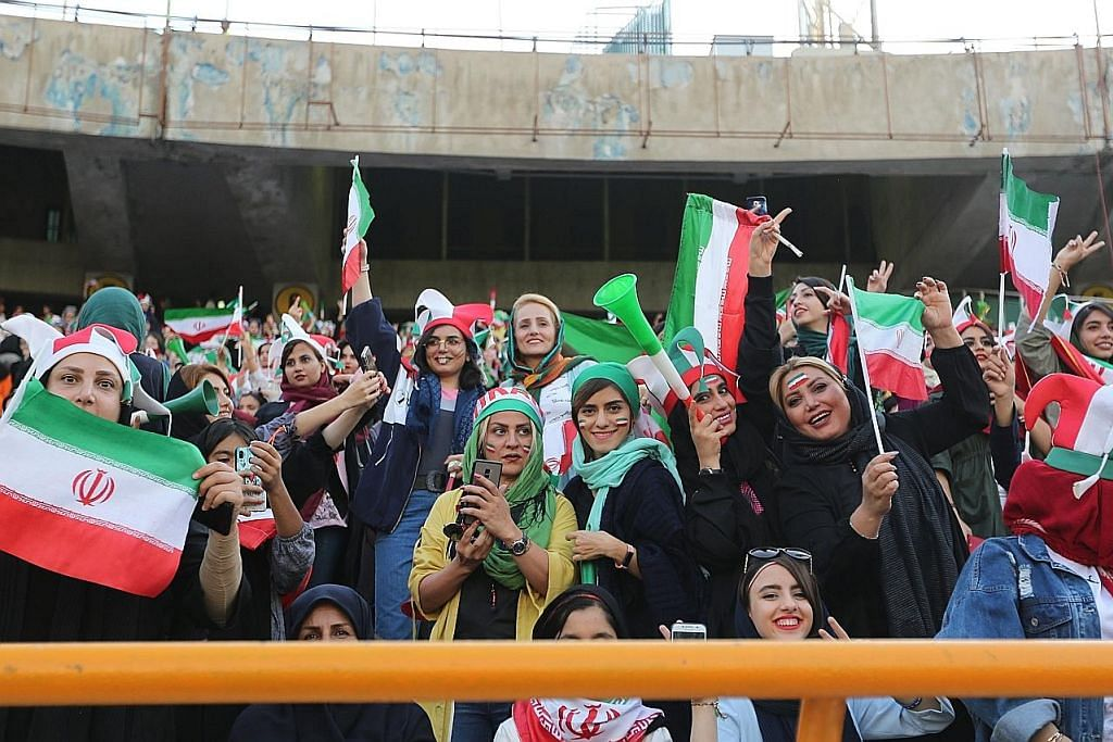 Wanita Iran buat kali pertama dibenar tonton bola sepak lelaki