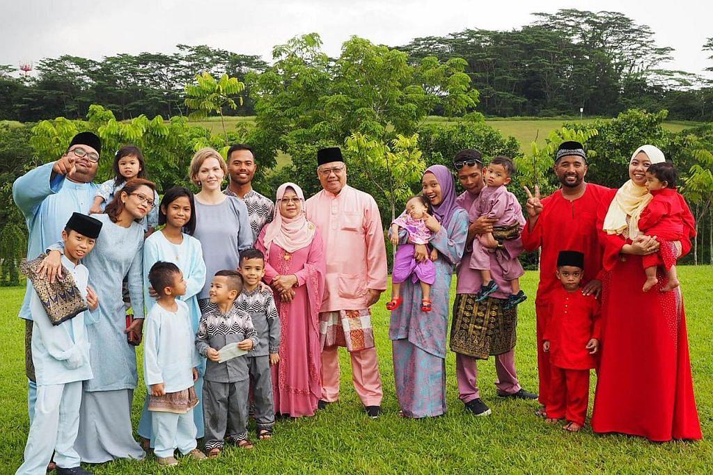 Gembira anak-anak membesar dalam kepelbagaian budaya di S'pura