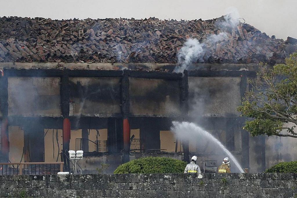 Istana warisan Jepun terbakar